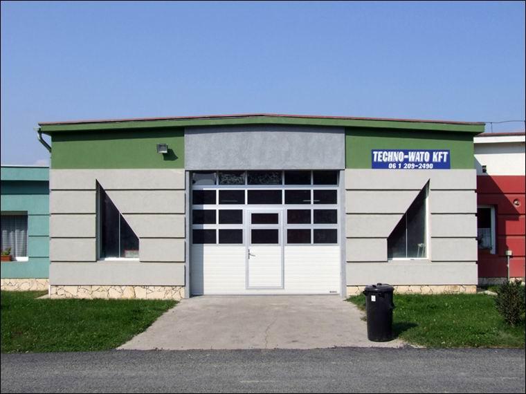 ECOTOR ipari kapu beépített átjáró ajtóval és FULL VISION panoráma ablakokkal