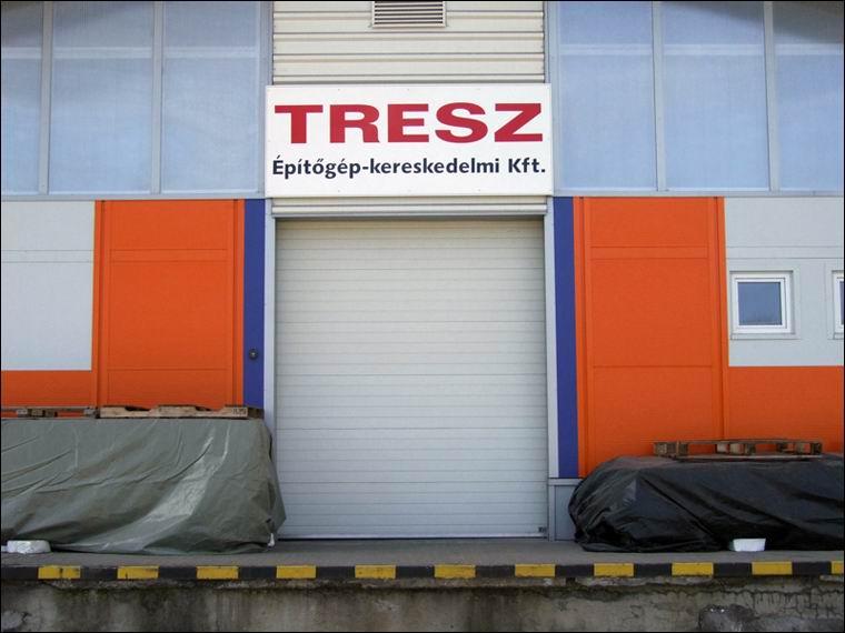 A TRESZ Kft másik hőszigetelt, szekcionált kapuja