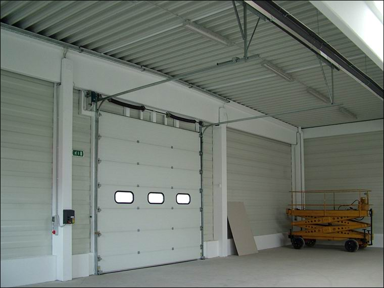 Ipari kapu referencia - Főnix Kft - a kapuk belülről is elegánsan mutatnak