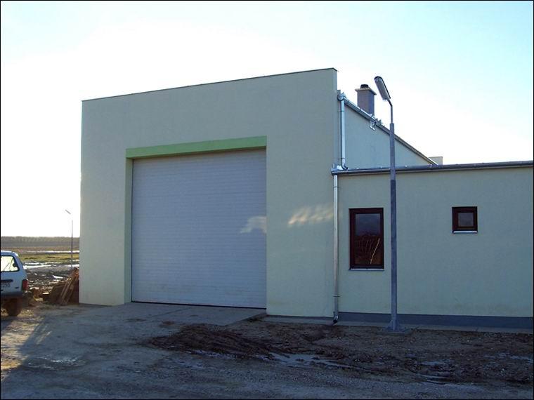 Szekcionált, hőszigetelt, ECOTOR ipari kapu referencia - Lagromax Kft-nél Segesden