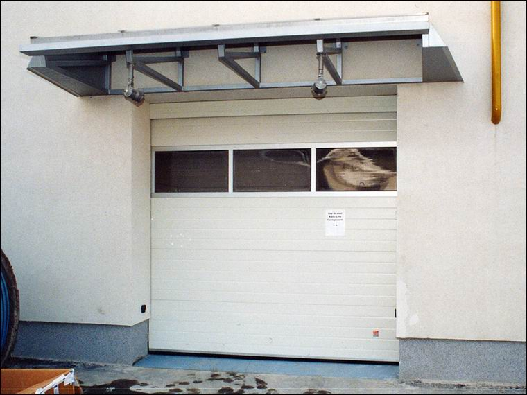 Hőszigetelt, panoráma ablakos ipari kapuk a Mérker 2007 Zrt-nél