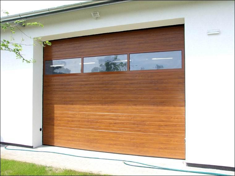 Aranytölgy fadekor kivitelű DITEC ipari kapu FULL VISION panoráma ablakokkal