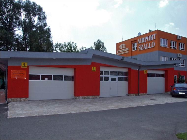 3db ECOTOR ipari kapu az Airport ipari parkban, egyikben beépített átjáró ajtó