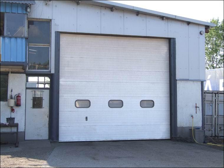 Javító műhely ipari kapuja - BGS TRANS-IMEX Kft