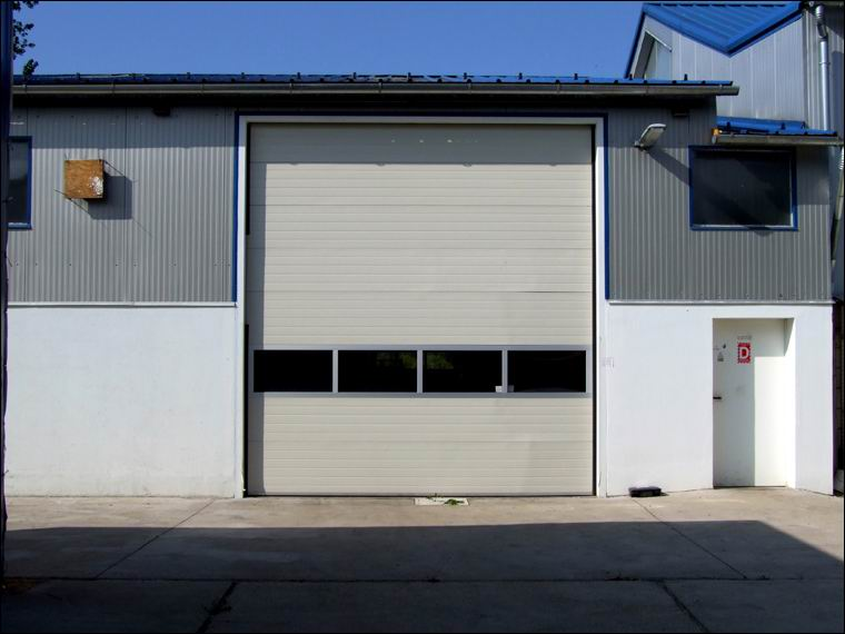 Panoráma ablakos ipari kapu referencia - BGS TRANS-IMEX Kft