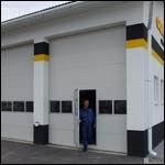Gyakori gyalogos használathoz beépített átjáró ajtó